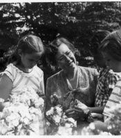 Frances Miner '27 and students
